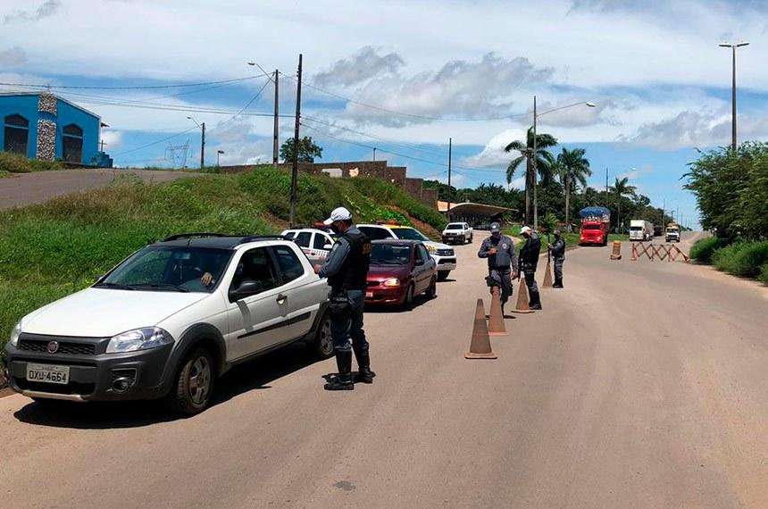 Primeiro dia de Lockdown no Maranhão  O bloqueio na entrada e na saída da Ilha de São Luís é uma das medidas adotadas neste primeiro dia de lockdown. Apenas o fluxo de caminhões e veículos, como viaturas e ambulâncias, será permitido. A polícia Militar montou bloqueios em vias da Ilha de São Luís no primeiro dia do lockdown (bloqueio). O objetivo é reduzir a circulação de pessoas e veículos, em mais uma medida contra o #coronavirus.