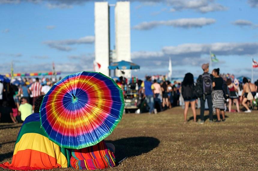 Milhares de pessoas participam da 21ª Parada do Orgulho LGBT de Brasília.Foto José Cruz/Agência Brasil