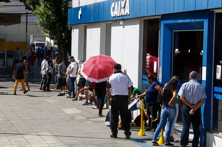 28.04.2020 Fila em frente à agência bancária para recebimento do auxílio emergencial em função da pandemia da covid-19  8/04/2020 Fotos: Adenir Britto/CMSJC