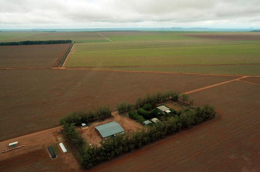 Área desmatada para plantação em Tocantins.  Recursos serão direcionados para formação do Cadastro Ambiental Rural (CAR), para regularização fundiária de propriedades.