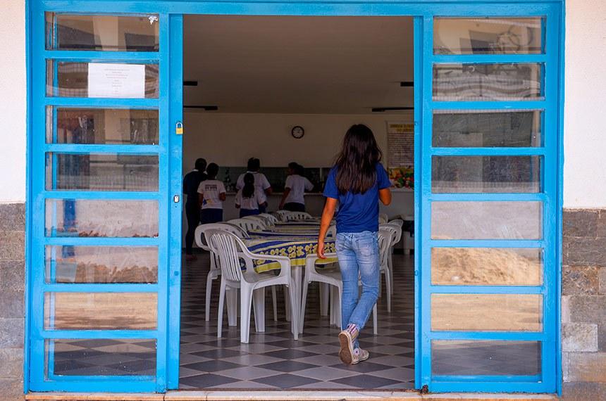 Crianças do abrigo Casa de Ismael - Lar da Criança que tem capacidade máxima para cinquenta institucionalizados com faxca etária de 2 AOS 18 anos.  O Abrigo é localizado na SGAN 913, Conjunto G, Avenida W5, Brasília - CEP: 70.790-140  FONES: 3272.4731/3273.6755/3273.2268 / FAX: 3272.4731