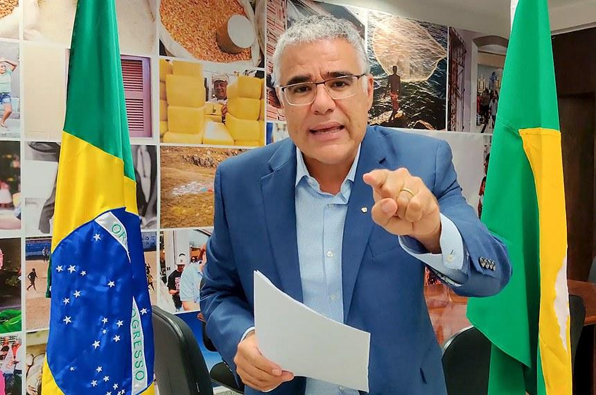 O senador disse que o Sistema Único de Saúde (SUS) do Ceará deveria seguir as mesmas medidas já adotadas por outros estados