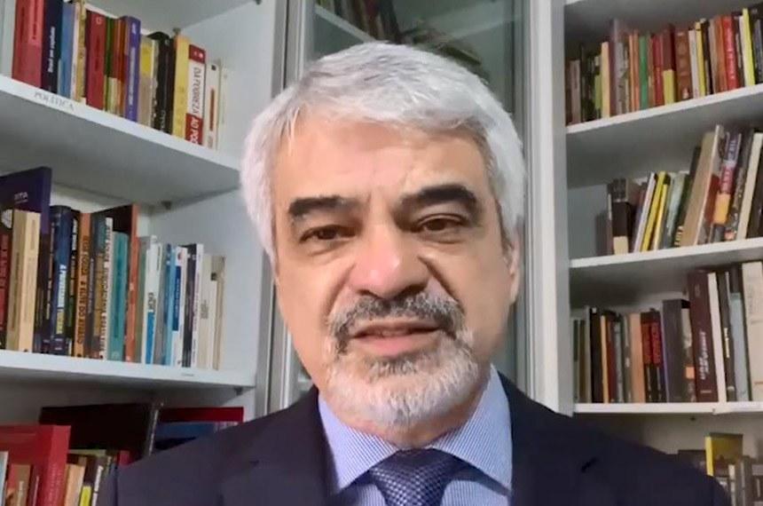 """O senador disse que hoje qualquer pessoa que se converta em obstáculo para os objetivos de Bolsonaro se torna vítima de """"linchamento"""" digital"""