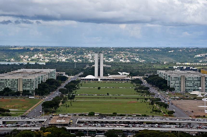Preparativos para o 8º Fórum Mundial da Água. Brasília será palco do maior evento sobre recursos hídricos: o 8º Fórum Mundial da Água. Com o apoio da Agência Nacional de Águas (ANA) e de outros parceiros, o evento chegará pela primeira vez no hemisfério sul, trazendo a temática 'Compartilhando Água'.  O Fórum oportuniza um diálogo mundial, aberto e democrático, para estabelecer compromissos políticos relacionados à água. Também incentiva o uso racional, conservação, proteção, planejamento e gestão deste recurso em todos os setores da sociedade.  Foto: Pillar Pedreira/Agência Senado