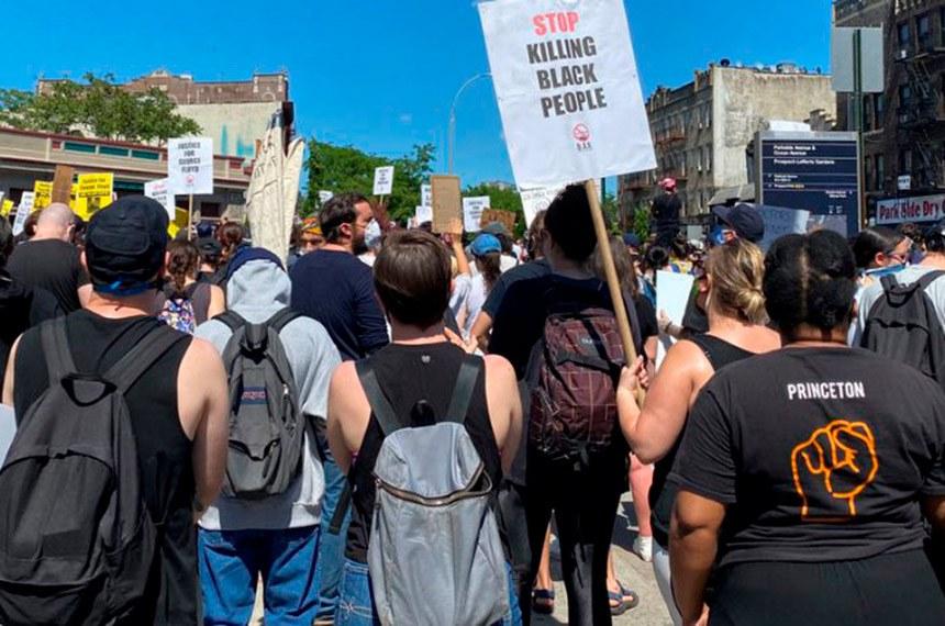 Revolta nos Estados Unidos motivada pela violência policial contra negros se espalhou por outros países