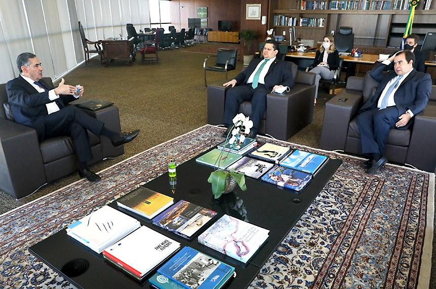 Reunião do ministro Luís Roberto Barroso com os presidentes da Câmara e do Senado, em 08.06.2020.  Reunião do ministro Luís Roberto Barroso com os presidentes da Câmara e do Senado.   Foto: Abdias Pinheiro/TSE