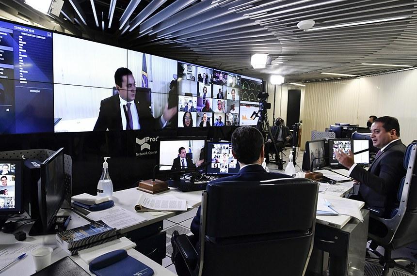 Sessão deliberativa remota (SDR) do Senado Federal realizada a partir da sala de controle da Secretaria de Tecnologia da Informação (Prodasen). Na pauta, sessão de debates temáticos para discutir o tema