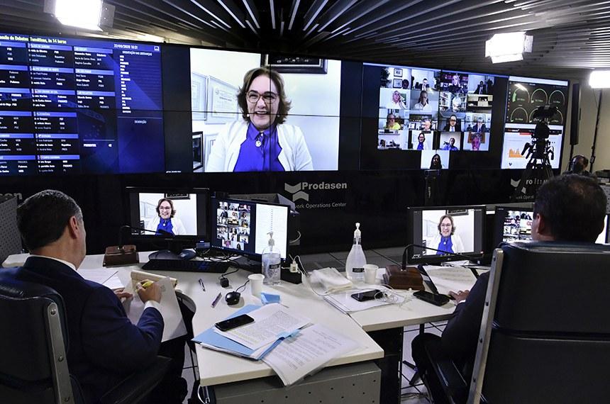 """Sessão deliberativa remota (SDR) do Senado Federal realizada a partir da sala de controle da Secretaria de Tecnologia da Informação (Prodasen).   Na pauta, sessão de debates temáticos para discutir o tema """"adiamento das eleições municipais durante a pandemia"""". Aprovada pelo Requerimento nº 785, de 2020.   Senadora Zenaide Maia (Pros-RN) em pronunciamento via videoconferência.   Participam:  presidente do Tribunal Superior Eleitoral (TSE), ministro Luís Roberto Barroso;  2º suplente de secretário da Mesa Diretora do Senado Federal, senador Weverton (PDT-MA).   Foto: Waldemir Barreto/Agência Senado"""