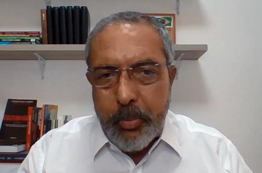 O senador Paulo Paim (PT-RS) apresentou relatório favorável a sugestão apresentada por por meio do portal e-Cidadania; texto passa a tramitar como projeto de lei