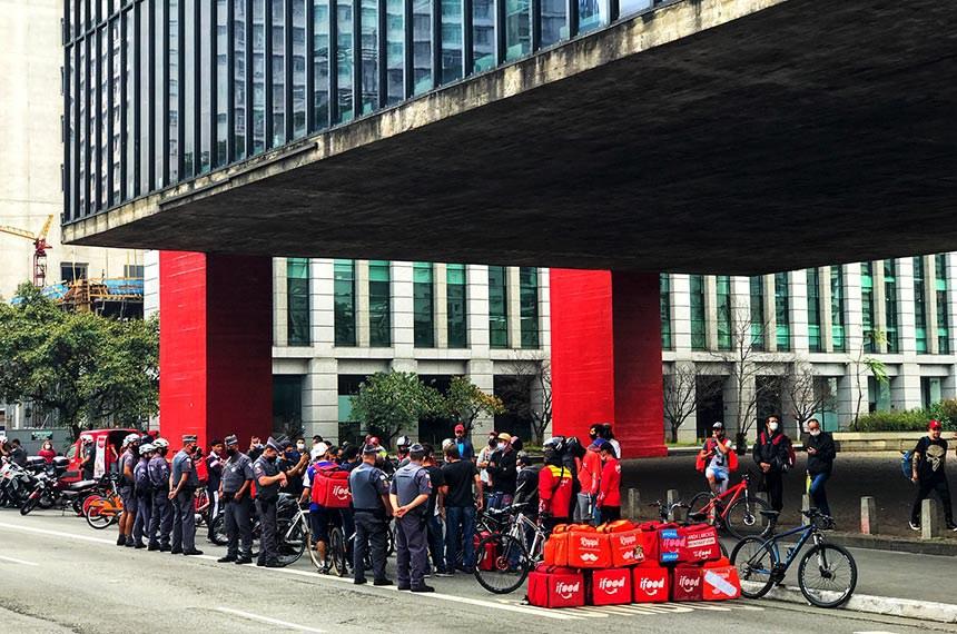 Manifestação de entregadores de aplicativo por melhores condições de trabalho e equipamento de segurança. São Paulo sp 05 junho 2020 foto: Roberto Parizotti