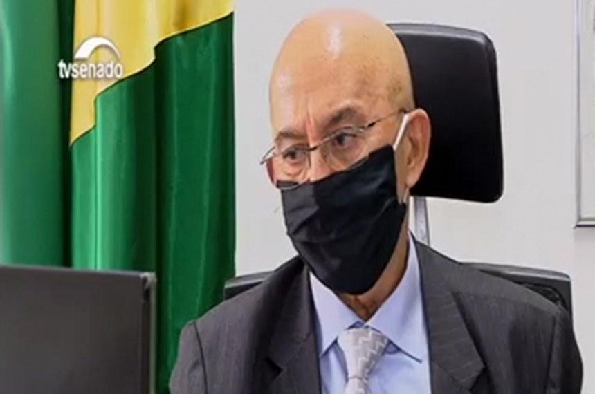 O senador Confúcio Moura é o presidente da comissão