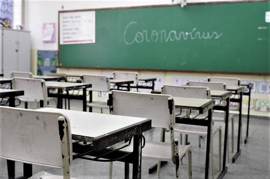 23.03.2020 Em contenção do coronavírus, 110 escolas da rede de Barueri amanhecem vazias. Nesta segunda-feira (dia 23), salas de aulas, pátios e salas de professores amanheceram vazias nas 110 escolas da rede de ensino de Barueri amanheceram vazias. Por conta da contenção ao novo coronavírus, 67.823 alunos e 2.875 professores ficaram em casa.