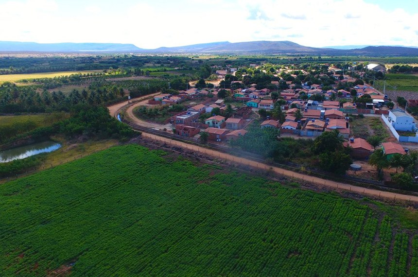 20.07.2020 Ação com participação da Codevasf irá recuperar 16,5 quilômetros de estradas no Projeto Público de Irrigação de Estreito Divulgação / Codevasf