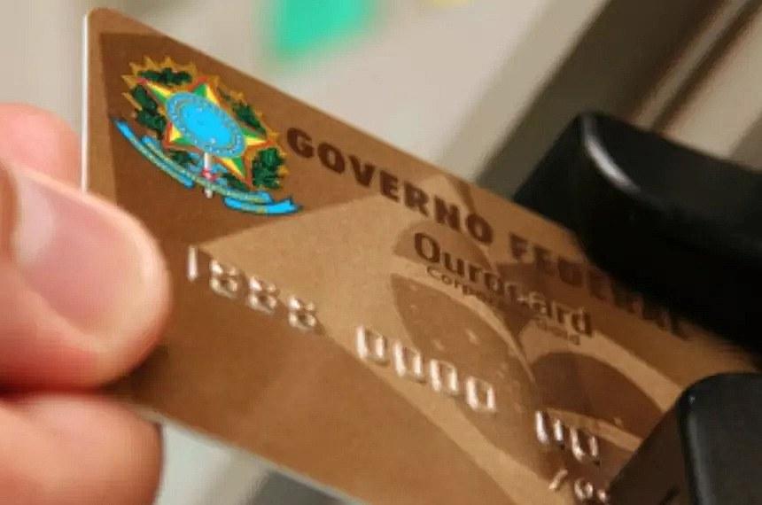 Fabiano Contarato apresenta projeto que regula uso dos cartões corporativos  https://www12.senado.leg.br/noticias/materias/2020/07/24/fabiano-contarato-apresenta-projeto-regulando-o-uso-dos-cartoes-corporativos