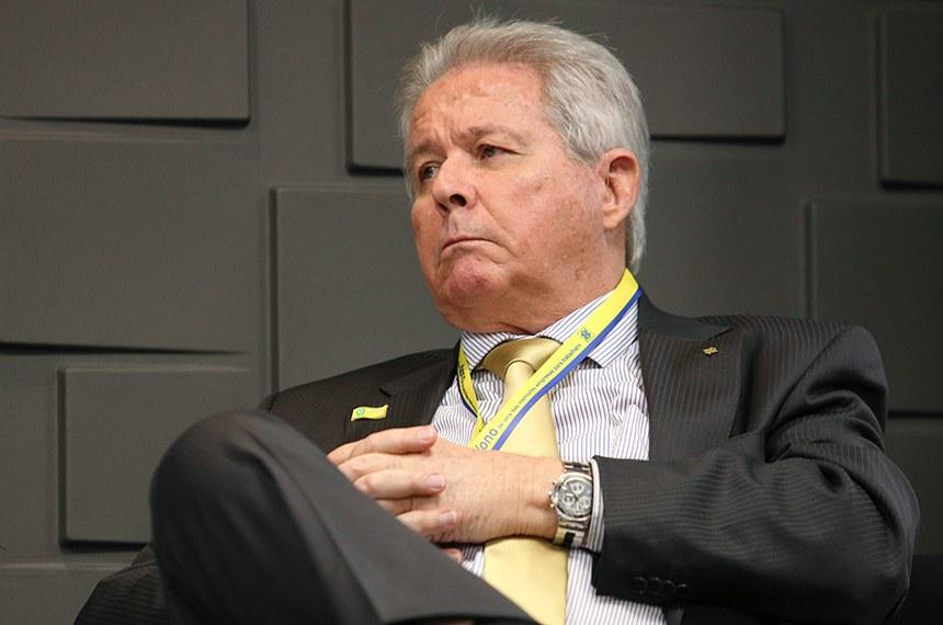 O novo presidente do Banco do Brasil, Rubem Novaes, durante cerimônia de transmissão do cargo na sede do Banco do Brasil