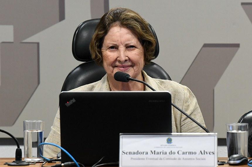 Comissão de Assuntos Sociais (CAS) realiza audiência pública interativa para debater o combate ao câncer de colo de útero no Brasil: da prevenção, vacina de HPV e tratamento da doença avançada.   À mesa, presidente eventual da CAS, senadora Maria do Carmo Alves (DEM-SE).   Foto: Jane de Araújo/Agência Senado