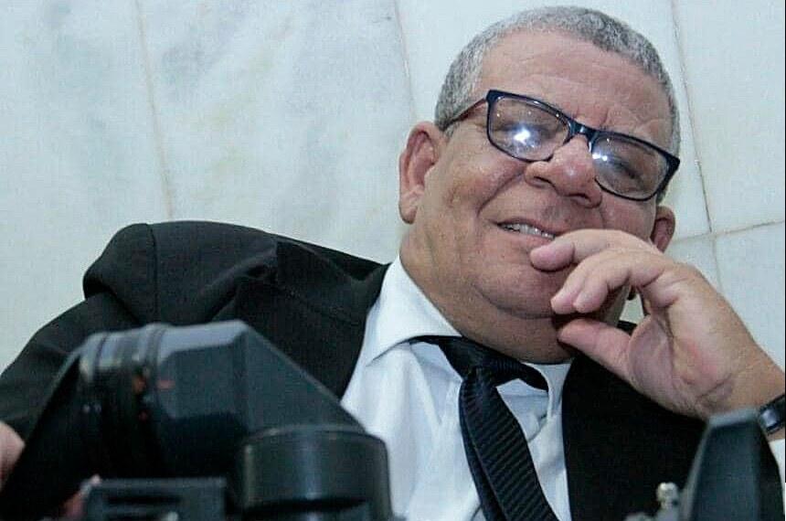 Carlos Alberto, cinegrafista Tv Senado  https://www12.senado.leg.br/noticias/materias/2020/08/13/davi-lamenta-morte-de-cinegrafista-da-tv-senado-vitima-da-covid-19