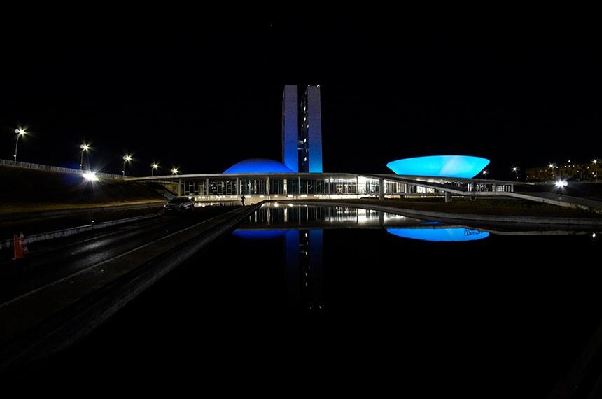 Congresso fica azul em alusão ao Dia do Cardiologista  Foto: Roque de Sá/Agência Senado