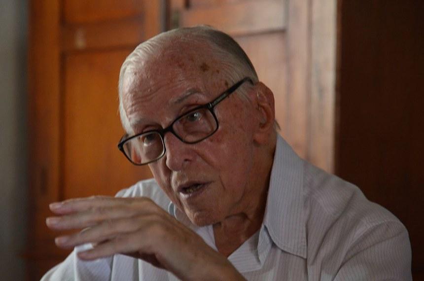 Dom Pedro Casaldáliga, bispo emérito da Prelazia de São Félix do Araguaia, fala sobre a estreia do filme Descalço sobre a terra vermelha(Wilson Dias/Agência Brasil)