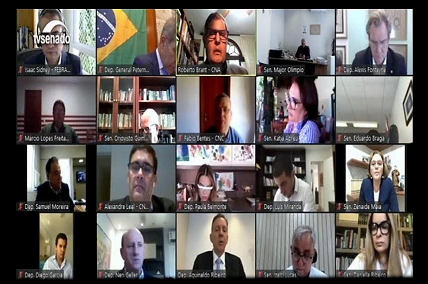 Visão geral da reunião virtual da comissão da reforma tributária, em que deputados e senadores ouvem representantes da agricultura, do comércio, de seguros e de bancos