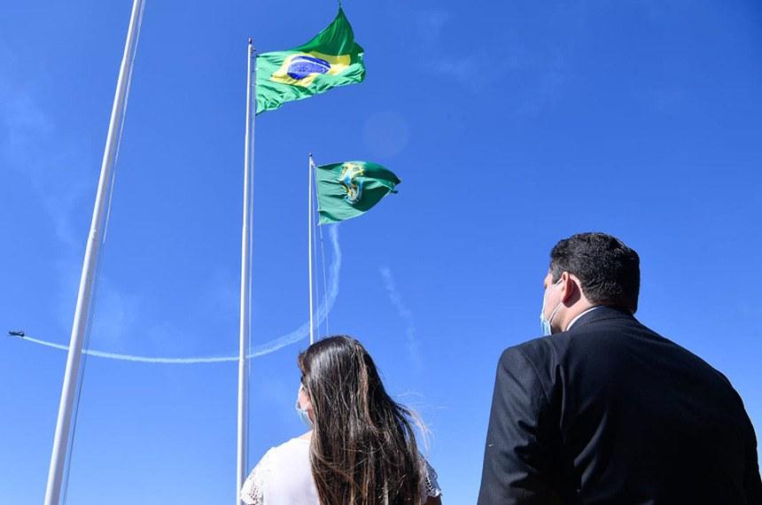 A cerimônia especial teve hasteamento da Bandeira Nacional e apresentação da Esquadrilha da Fumaça