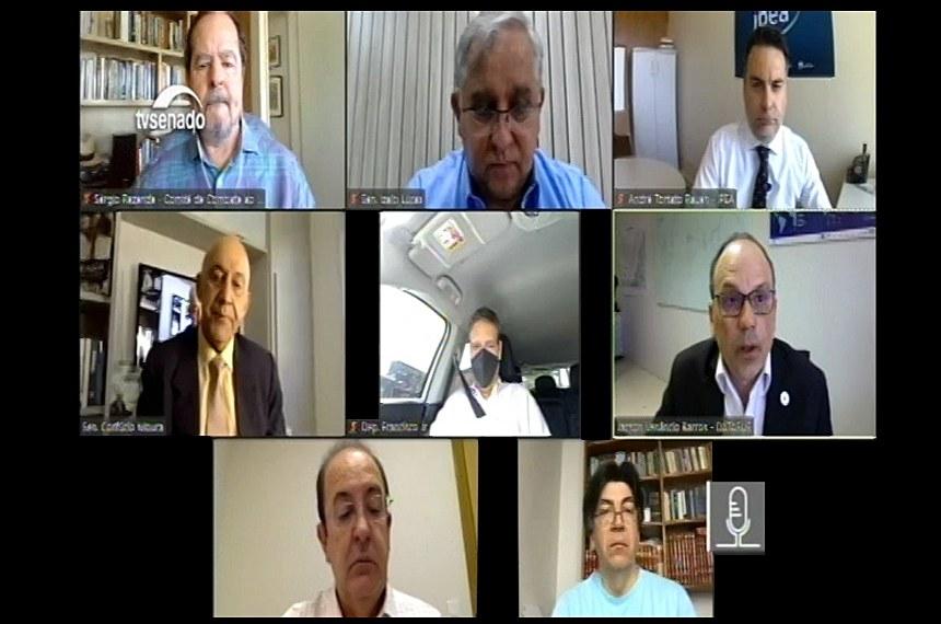 Visão geral da reunião da comissão mista: entre os participantes, estão os senadores Izalci Lucas e Confúcio Moura, que ouvem representantes do governo e da Organização Mundial da Saúde