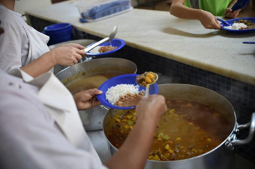 Segundo a Secretaria de Educação, são servidas aproximadamente 94 milhões de refeições na rede pública de ensino por ano letivo   Foto: Arquivo/Agência Brasília