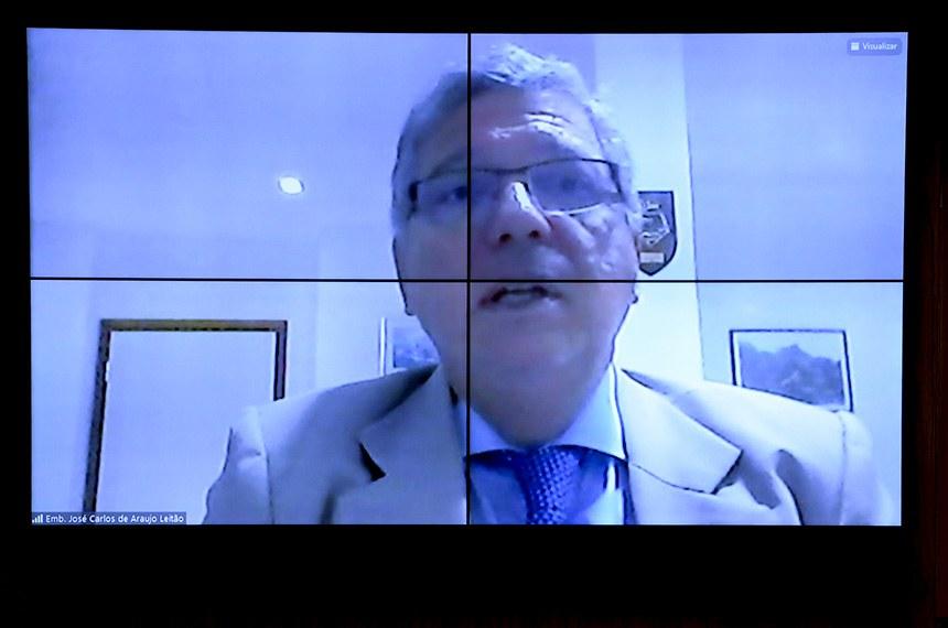 Comissão de Relações Exteriores e Defesa Nacional(CRE) se reúne em sistema semipresencial para sabatina de indicados para missões diplomáticas no exterior.   As reuniões ocorrem de forma semipresenciais, sendo permitida a participação remota dos senadores através de um aplicativo de videoconferência, para debate com os indicados e leitura de relatórios.   Indicado para exercer o cargo de embaixador do Brasil na República da Costa do Marfim, José Carlos de Araújo Leitão, em pronunciamento via videoconferência.   Foto: Pedro França/Agência Senado
