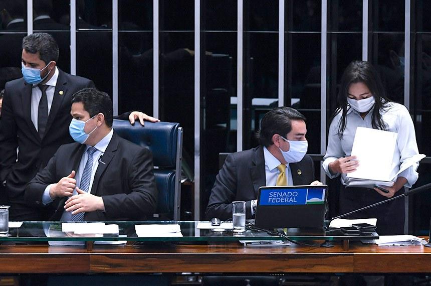 Sessão deliberativa extraordinária semipresencial, para análise de indicações de embaixadores do Brasil em diversos países e para o cargo de ministro do Superior Tribunal Militar (STM). Ordem do Dia.  Mesa: senador Eduardo Braga (MDB-AM); senadora Kátia Abreu (PP-TO); senador Marcos Rogério (DEM-RO);  presidente do Senado Federal, senador Davi Alcolumbre (DEM-AP);  secretário-geral da Mesa do Senado Federal, Luiz Fernando Bandeira de Mello Filho; senadora Eliziane Gama (Cidadania-MA).  Foto: Edilson Rodrigues/Agência Senado