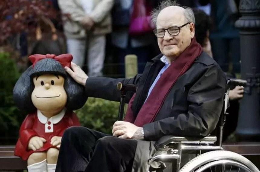 Criador da Mafalda, Quino morreu aos 88 anos.  https://www.atribuna.com.br/noticias/atualidades/criador-da-mafalda-artista-argentino-quino-morre-aos-88-anos-1.120874