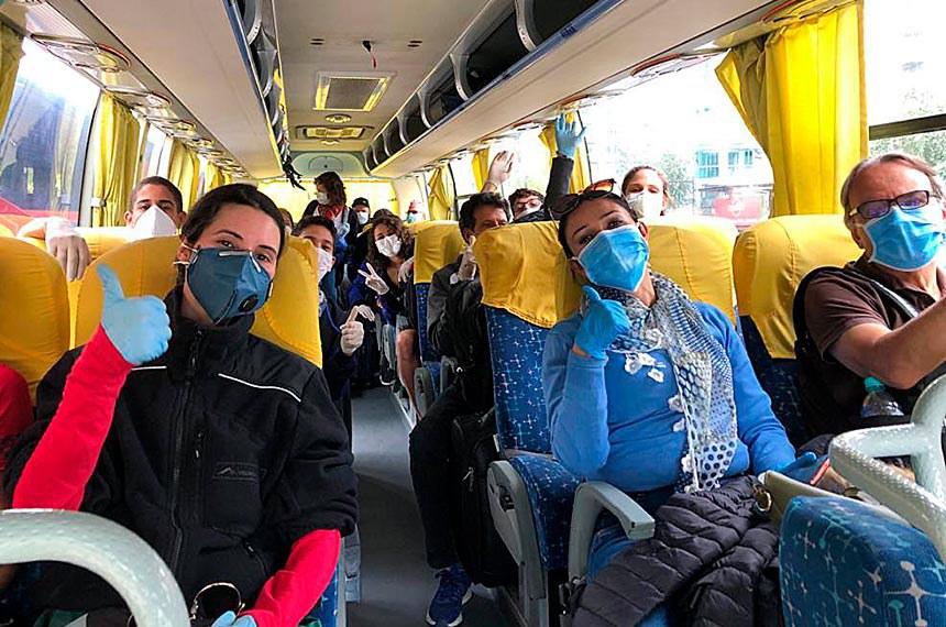 Brasilia DF- 30 03 2020 Voo humanitário de repatriação de brasileiros que estavam Quito  no Equador chegam em  São Paulo foto MRE