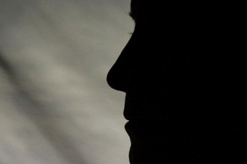 Silhueta de rosto de homem ilustrando programa de protecao a testemunha  Foto: Reprodução
