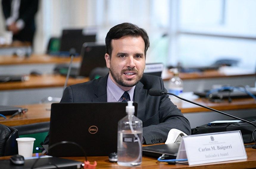 Comissão de Serviços de Infraestrutura (CI) se reúne em sistema semipresencial para sabatina de indicados para diretoria da Agência Nacional do Petróleo, Gás Natural e Biocombustíveis (ANP), da Agência Nacional de Transportes Aquaviários (Antaq), da Agência Nacional de Telecomunicações (Anatel) e Agência Nacional de Energia Elétrica (Aneel).   As reuniões ocorrem de forma semipresenciais, sendo permitida a participação remota dos senadores através de um aplicativo de videoconferência, para debate com os indicados e leitura de relatórios.   À bancada, em pronunciamento, indicado para exercer o cargo de membro do Conselho Diretor da Agência Nacional de Telecomunicações (Anatel), Carlos Manuel Baigorri.   Foto: Pedro França/Agência Senado