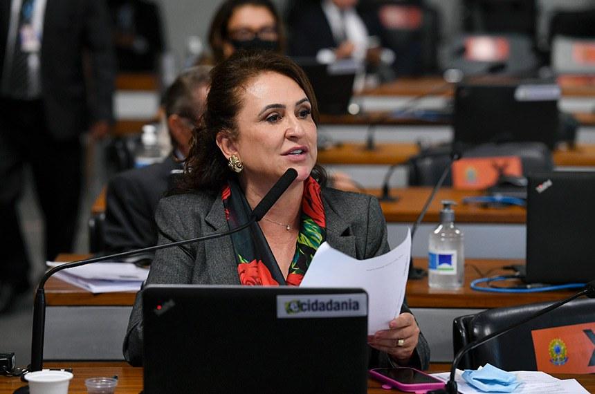 Comissão de Assuntos Econômicos (CAE) se reúne em sistema semipresencial para tratar sobre proposta de operação de crédito externo entre o Banco Nacional de Desenvolvimento Econômico e Social (BNDES) e o Banco Interamericano de Desenvolvimento (BID).  As reuniões ocorrem de forma semipresenciais, sendo permitida a participação remota dos senadores através de um aplicativo de videoconferência.  Em pronunciamento, à bancada, relatora da MSF 48/2020, senadora Kátia Abreu (PP-TO).  Foto: Edilson Rodrigues/Agência Senado