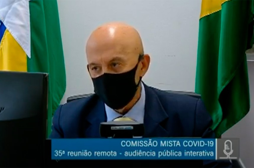 O senador Confúcio Moura (MDB-RO) preside a comissão mista da covid-19