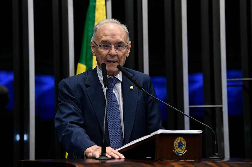 Plenário do Senado Federal durante sessão não deliberativa.  À tribuna, em discurso, senador Arolde de Oliveira (PSD-RJ).   Foto: Jefferson Rudy/Agência Senado