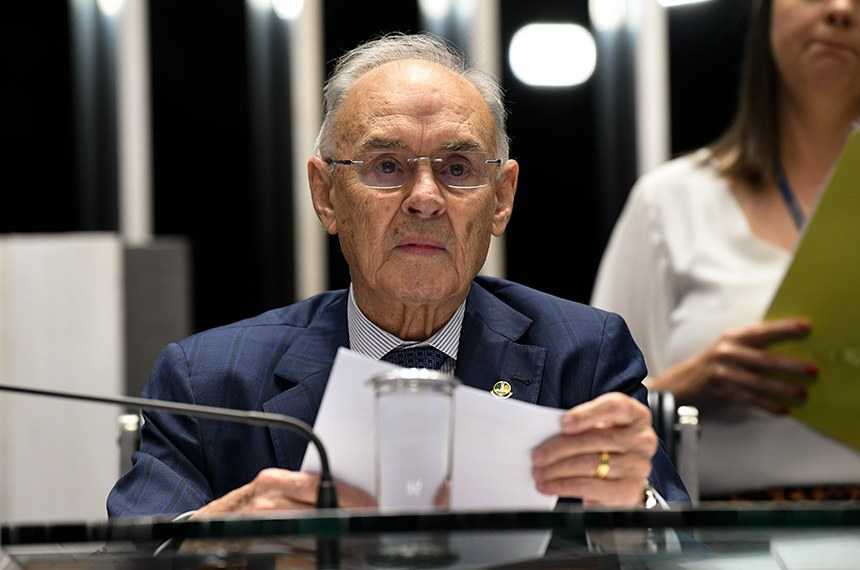 Plenário do Senado Federal durante sessão não deliberativa.   À mesa, senador Arolde de Oliveira (PSD-RJ) conduz sessão.  Foto: Jefferson Rudy/Agência Senado