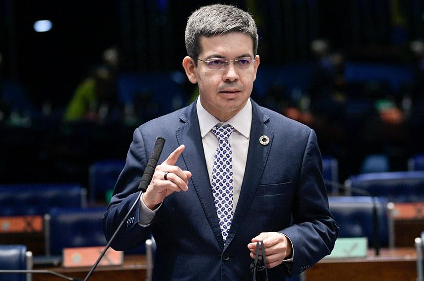 O senador Randolfe Rodrigues (na foto) e o deputado federal Alessandro Molon pretendem iniciar uma série de questionamentos ao Gabinete de Segurança Institucional (GSI)
