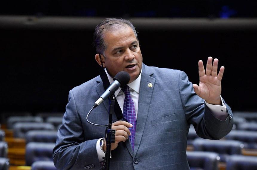 O líder do governo no Congresso, Eduardo Gomes, durante votação nesta quarta-feira