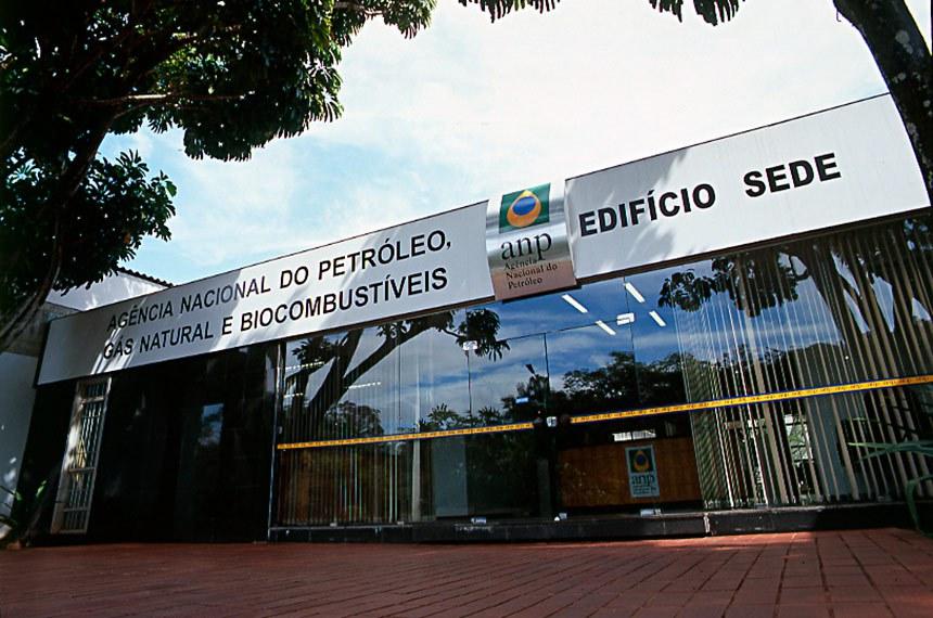 Projeto do senador Plínio Valério (PSDB-AM) determina percentual mínimo, nos contratos assinados entre a Agência Nacional de Petróleo e as empresas operadoras, de 5% para pesquisa, desenvolvimento e inovação