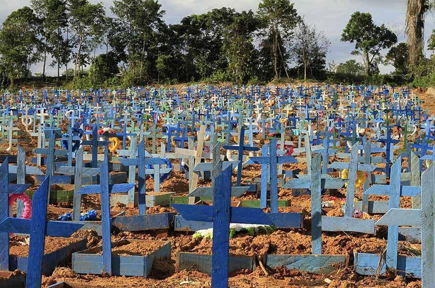 Cemitério Nossa Senhora Aparecida – Manaus  05.06.2020 Cemitério Nossa Senhora Aparecida Manaus – 05.06.2020  Cemitério Nossa Senhora Aparecida.  Foto: Marcio James / Semcom