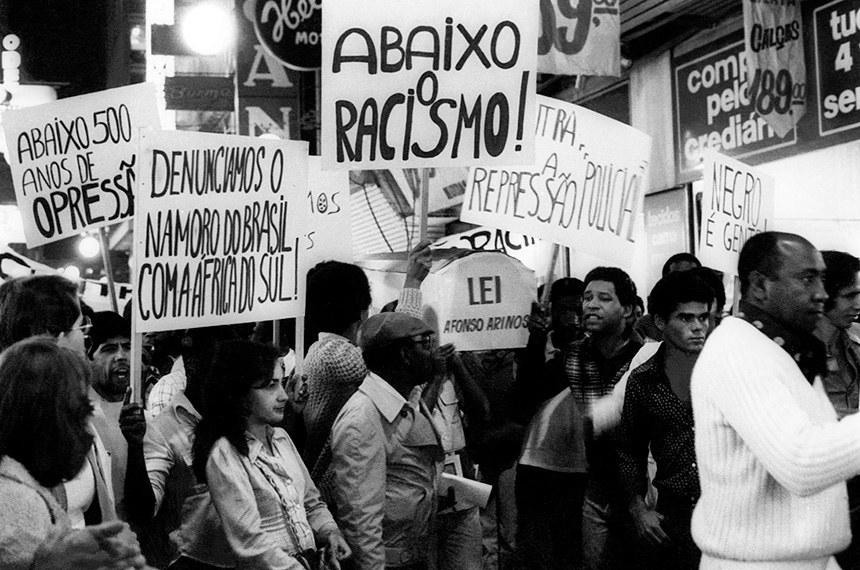 A luta dos negros brasileiros durante a ditadura pode ser pensada em dois campos que, por sua vez, se conectavam: o cultural e o político.