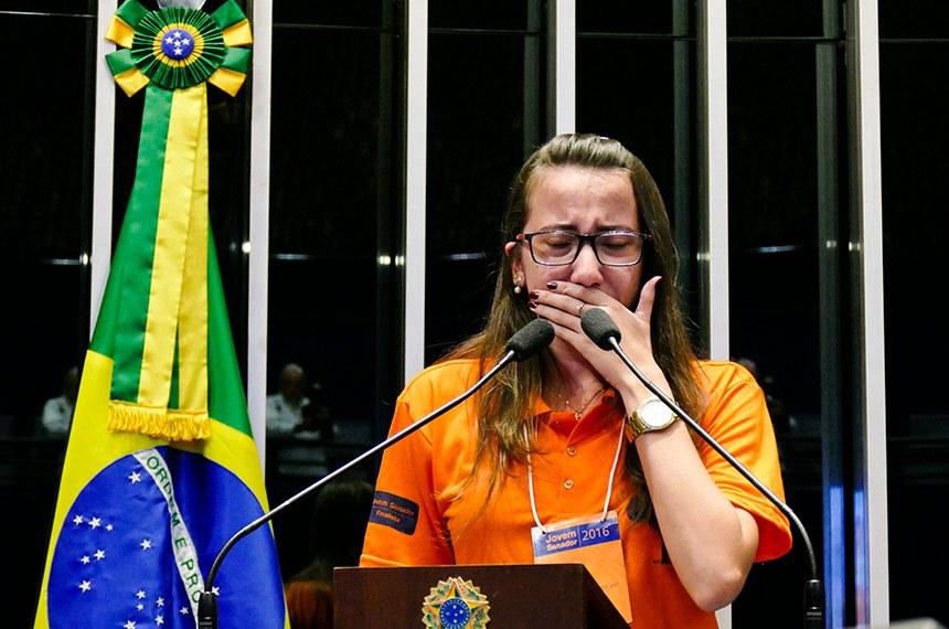 Jovem Senador 2016: Sessão de votação do Programa Senado Jovem Brasileiro.  À tribuna, estudante do Espírito Santo, Luciana Fim Grancieri.  Foto: Roque de Sá/Agência Senado