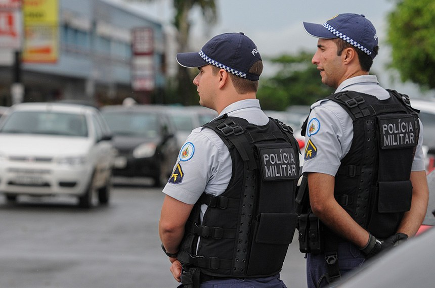 Policiais militares executam a Operação RIC (Redução dos Índices de Criminalidade) no setor Sudoeste. Fiscalização de trânsito, abordagens a pedestres e em estabelecimentos comerciais, são algumas das ações desenvolvidas.