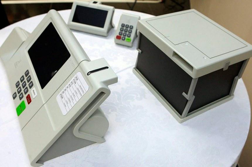 Em 2018, o TSE chegou a apresentar modelos de dispositivos para impressão. Além da urna eletrônica, haveria outra, para depósito dos votos impressos