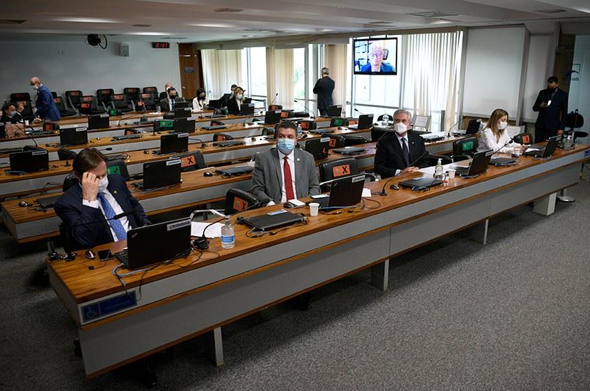 Comissão de Relações Exteriores e Defesa Nacional(CRE) se reúne em sistema semipresencial para sabatinar diplomatas indicados para chefiar embaixadas brasileiras em vários paises.  Participam: senador Acir Gurgacz (PDT-RO);  senador Diego Tavares (PP-PB);  senador Fernando Collor (Pros-AL);  senadora Soraya Thronicke (PSL-MS).  Foto: Pedro França/Agência Senado