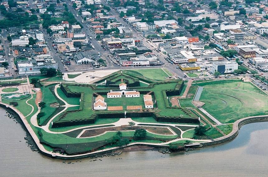 Vista aérea da cidade de Fortaleza de São José de Macapá (Macapá).