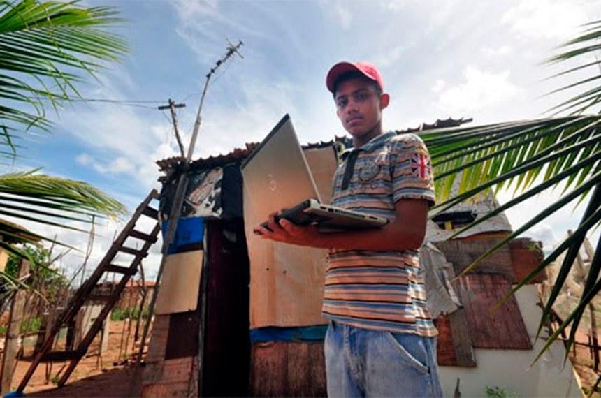 Governo avalia que a internet via satélite é a mais viável para áreas rurais, remotas e de difícil acesso