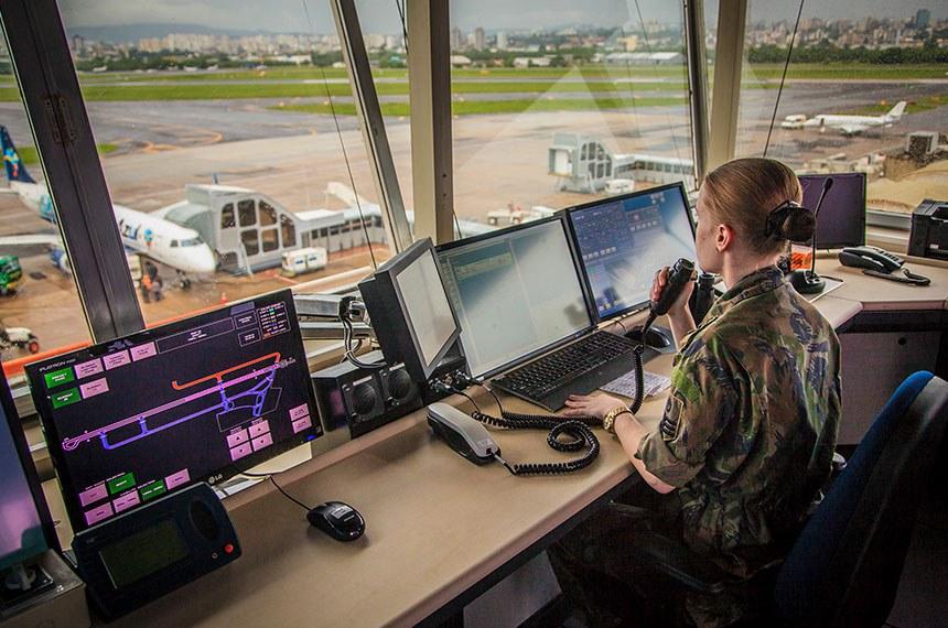 Torre de controle do Aeroporto Internacional Salgado Filho em Porto Alegre - RS