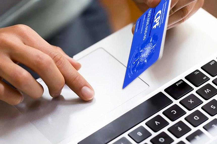 """O Cadastro Positivo traz informações que identificam perfil do pagador e conferem a ele uma nota ou """"score"""", calculada com base em operações de crédito, como empréstimos bancários, financiamentos imobiliários e cartão de crédito, além de pagamentos de contas de água, luz e telefone."""